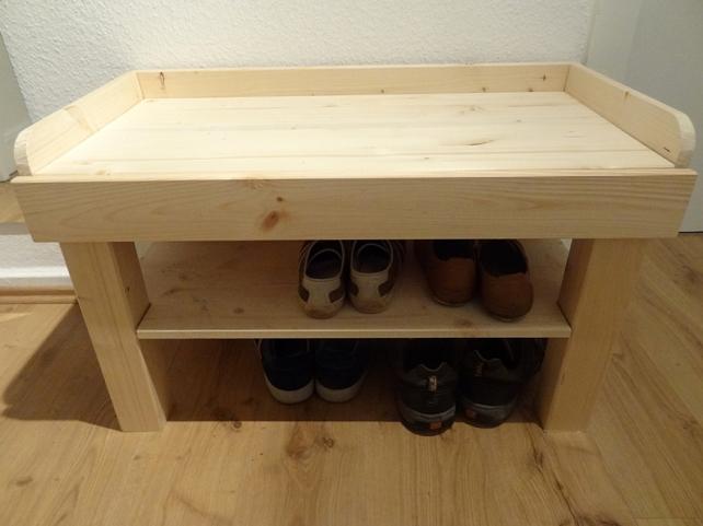 Die Schuhe fühlen sich wohl in der neuen Schuhbank.